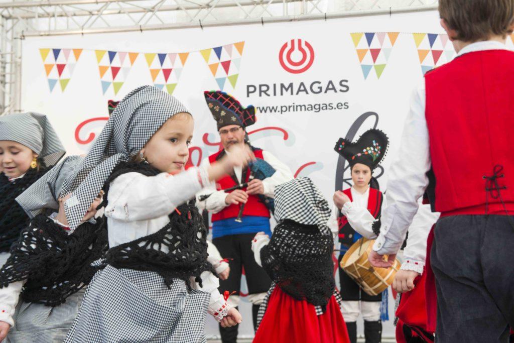Niña bailando en una Fiesta Primagas