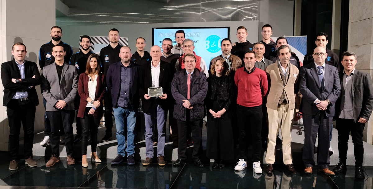 evento 'Basket&Cheese' en Santiago de Compostela organizado desde el Monbus Obradoiro