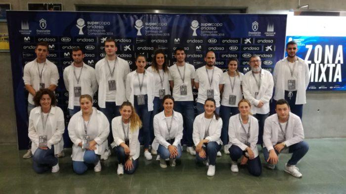 equipo de azafatas y personal auxiliar en un evento en Galicia, acontecimiento deportivo