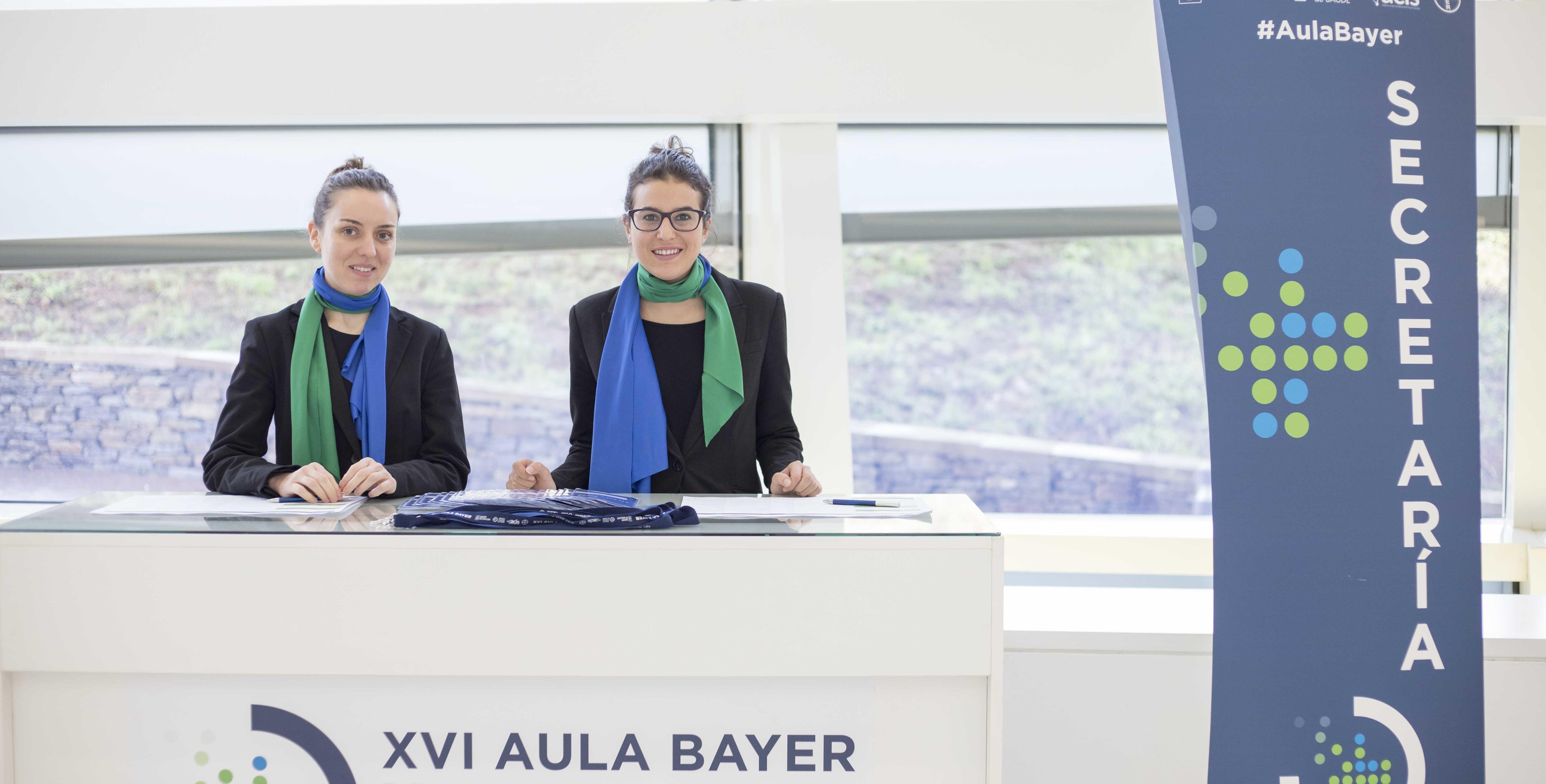 azafatas y personal auxiliar en un evento en Galicia