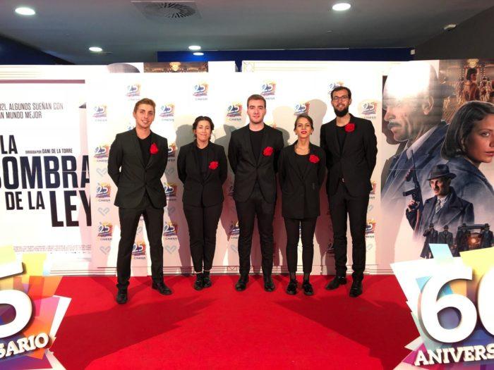 equipo de azafatas y personal auxiliar en un evento en Galicia, estreno de cine